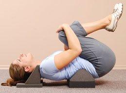 упражнение: подтягивание коленей к животу